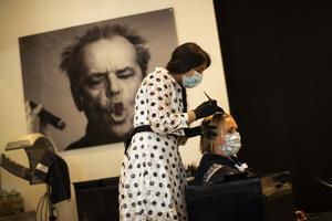Från mitten av maj tillåts återigen Belgiens hårfrisörer att hålla öppet. Munskydd krävs dock på både anställda och kunder. Arkivfoto.