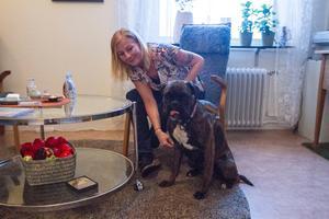 KBT Terapeut Ulrika Söderlund, tillsammans med sin hund Klara som är oftast med under besök.
