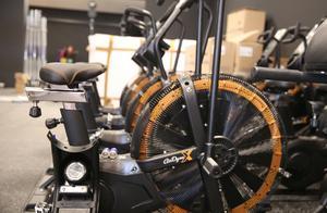 I gymmet som öppnades den 29 mars i våras investerade ägarna runt fyra miljoner kronor på utrustning, medan fastighetsbolaget Farstukvisten satsat cirka tre miljoner kronor på ombyggnaden av lokalerna.