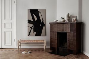En allvarlig och minimalistisk stil härskar i kontrast till den färgglada.Foto: Smålands skinnmanufaktur