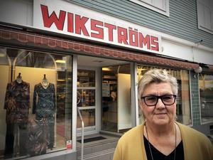 Maria Granström uppmanar fler butiker att vägra hänga med på hetsen kring Black Friday. Dagen missgynnar dessutom lokala butiker  , konstaterar hon.