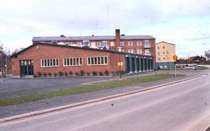 Fotot är från 1959. Så här såg brandstationen ut när den var färdigbyggd. Lite annorlunda mot idag när stationen är utbyggd och alla ytor har använts.