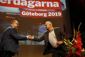 Partiledaren Jonas Sjöstedt (V), till höger, och LO-ordförande Karl-Petter Thorvaldsson under Vänsterpartiets kommundagar. Foto: Henrik Brunnsgård / TT.