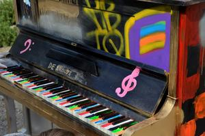 Det tredje pianot, Norrmalmspianot, är inspirerat av HBTQ. Tangenterna på pianot är målade i pedagogiska färger så att alla ska kunna få en chans att lära sig spela.