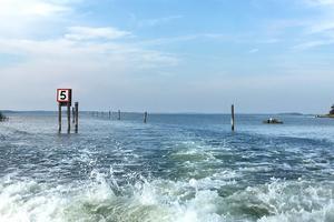 Ryssundet. Enligt en sägen blev delar av den ryska galärflottan sommaren 1719 fast i Rånösundets norra del och tvingades gräva en kanal. Om sägnen stämmer är dock oklart. I juni 2010 blev det åter igen möjligt att åka igenom det smala 400 meter långa Ryssundet efter att det muddrats.