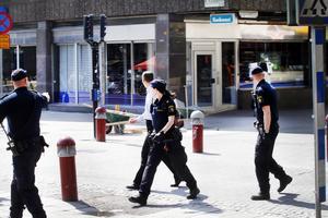 Polisen larmades kvart i tolv om det pågående rånet och var på plats bara några minuter senare.