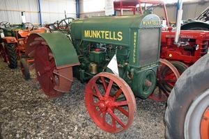 Munktells Typ 22 med två-cylindrig tändkulemotor. Sällsynt Typ 22 som var Munktells tredje modell. Bild: Bilweb Auctions