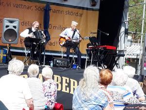 Jan Bumba Lindqvist och Bertil Lindblom, Trio me Bumba.