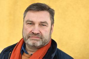 Peter Helander (C), riksdagsledamot, menar att det är kontraproduktivt att flytta arbeten till residensstäder såsom Falun.