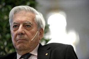 Han är här nu. På tisdagskvällen höll Mario Vargas Llosa den traditionella Nobelföreläsningen i Börssalen. Det stora temat var litteraturens kraft, men han tog även upp Perus indiankulturer och en återuppväckt kärlek till teatern.