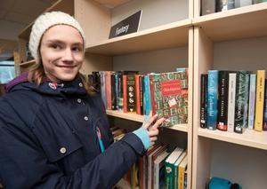 Storläsare. Sara Reuterswärd uppskattar det nya biblioteket. Hon läser varje dag och helst spännade böcker och fantasy.