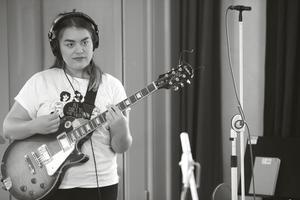 Agnes Eriksson, 19, under inspelningen av
