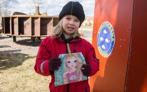 Rebecca Karlsson, fem år, var en av dem som fiskade en annan fisk än nors. Hon var nöjd med innehållet som var bland annat små leksaker och klistermärken.