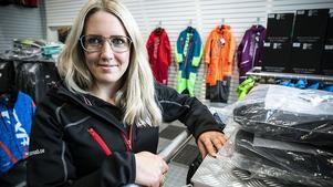 Sara Bengtsson gillar färgglada kläder. På det här företaget har man tagit fasta på att sälja bland annat just det.