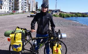 16-årige Pessi Länsirinne är ute på ett riktigt äventyr den här sommaren. Han cyklar nämligen från Nordkap till Gilbraltar. Totalt blir det 600 mil på cykelsadeln.