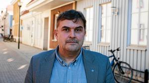 Bernard Niglis , vd på kommunala Salabostäder svarar Hyresgästföreningen.