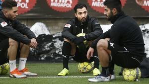 Jiloan Hamad var hemma i Örebro och tränade med ÖSK under december. Mittfältaren söker efter en ny klubb sedan han valde att bryta kontraktet med Hammarby efter den allsvenska säsongen.