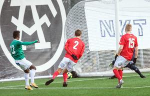 Kristian Andersen prickar in sitt första mål mot Degerfors.