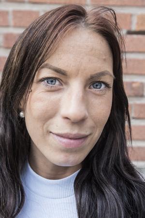 Linda Norling är verksamhetsansvarig för Kris Roslagen. En förening bestående av före detta kriminella och missbrukare som vill komma från kriminalitet och beroende. Hederlighet, drogfrihet, kamratskap och solidaritet är ledord för föreningen.