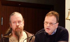 Tommy Nordlund och Bo Markusson, kultur- och bibliotekschef i Timrå, berättade om  mycket som sker på allaktivitetshuset Pangea, för politikerna  i kommunfullmäktige.