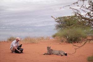 Fotograf Björn Tjärnberg, Candamo Film i arbete med gepardfilmen Foto: Linn Marnfeldt