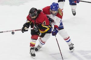 Ett möte mellan Calgary Inferno och Les Canadiennes de Montreal i mars 2019. Sedan gick ligan CWHL i konkurs. Foto: TT/AP/Chris Young/The Canadian Press