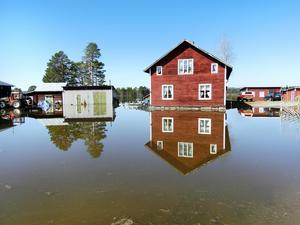 Den här fastigheten i Gravasund ligger numera delvis under vatten.