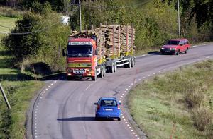 S vill satsa mer på vägnätsstandarden i landsbygd under den kommande mandatperioden. Foto: Kjell Jansson.