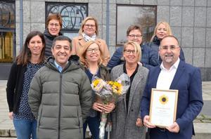 Foto: Region Västmanland   Några av Reumatologklinikens medarbetare med verksamhetschef Milad Rizk till höger.