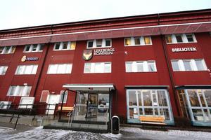 Lekebergs kommun har köpt ut en socialchef, 18 månader, 1 125 000 kronor och en socialsekreterare, 6 månader, 187 200 kronor under 2018 och 2019.