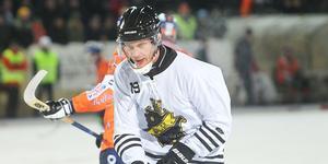 AIK:s Patrik Nilsson presenterade sig direkt.