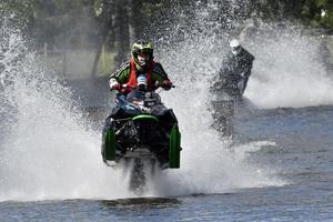 Jonatan Larsson på väg mot segern i Älvdalen watercross