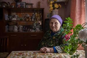 En av bilderna från den stoppade utställningen där intervjupersonen Ljudmila fick berätta om sitt liv i Karelen. Foto: Joakim Hansson