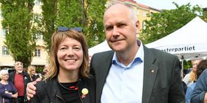 Vänsterpartiets partiledare Jonas Sjöstedt och Malin Björk, partiets förstanamn på EU-listan. Dagen före valet till Europaparlamentet kommer duon till Västerås och Sigmatorget.