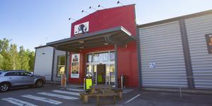 Jycken & Co har funnits på E-center i tio år. I september tar Gävleborgs zoo över lokalen.