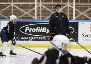 Jeanette Langshager sköter träningen för tjejerna.
