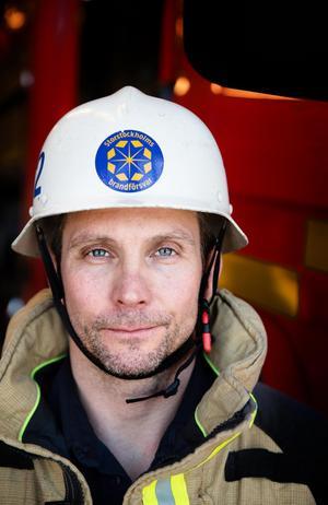 Rikard Almlöf, brandman vid Brännkyrka brandstation.