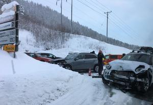 Bilarna har fått ordentliga plåtskador.