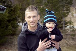 Andreas Jonsson med sonen Vincent år 2009.
