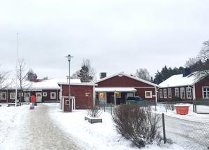 Fagerviks förskola är granne med  Fagerviks skola. Den personal som ska jobba på de tillfälliga avdelningarna får tillgång till personalrum och andra utrymmen i den permanenta förskolan.