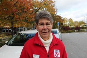 Ulla-Britt Ek, 79 år, Rimbo: Jag gillar det inte alls, det är alldeles för mycket pengar. Jag åker mest bil så jag köper aldrig månadskort själv utan bara enstaka biljetter men hade det varit billigare att åka buss hade jag nog gjort det oftare.