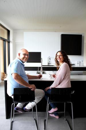 Magdalena och Dan ville ha en stor köksö med sittplatser.