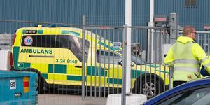 Ambulansen var snabbt på plats efter den svåra olyckan på Stenby under måndagen.