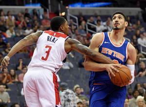Enes Kanter är ingen defensiv gigant, men däremot en offensiv maskin. Den turkiske centern snittar över 14 poäng och 10 returer för New York Knicks. Foto: TT/AP Photo/Nick Wass