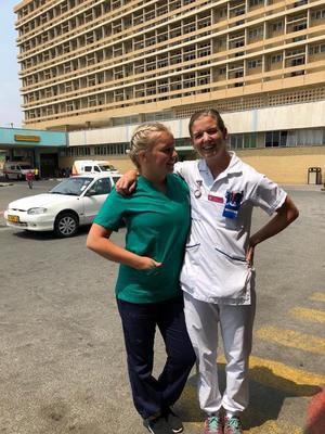 Thea Fredriksson, sjuksköterskestudent från Köping, gör sin praktik i Namibia hösten 2018.