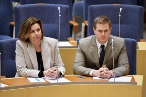 Miljöpartiets två språkrör Isabella Lövin och Gustav Fridolin i riksdagen när den nya regeringen presenterades i januari i år. Foto: Anders Wiklund / TT.