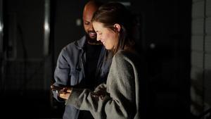 """Khalid Mahamoud spelar Jenta (som betyder tjejen) och Maria Lingfors spelar Guten (pojken) i den norske dramatikern Jon Fosses pjäs """"Lilla"""" som utspelar sig i en replokal. Uppsättningen sattes upp hösten 2018 i regi av Martin Lotherington. Foto: Arturo Tovar"""