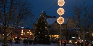 Sala kommuns nya vinterbelysning invigdes under skyltsöndagen.