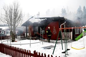 Familjen tvingades fly och lämna allt i huset – och nästan allt förstördes av branden.