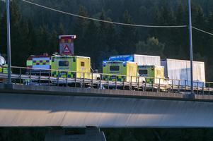 Sex ambulanser kallades till platsen.